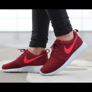Nike Rosherun Winter roshe maroon running shoes